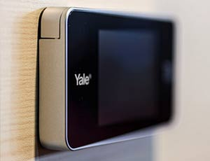 close up of Yale's electronic peephole screen